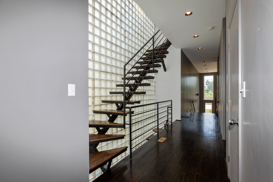 Real Estate Photography - 4339 S Oakenwald Ave., Chicago, IL, 60653 - Entryway