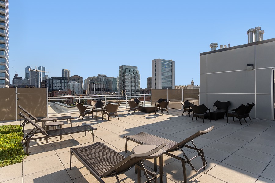 Real Estate Photography - 367 W Locust St, Unit 504, Chicago, IL, 60610 - Deck