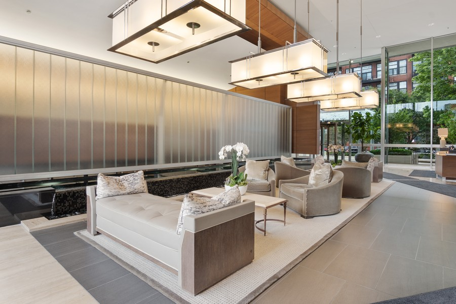 Real Estate Photography - 500 W Superior, 1305, Chicago, IL, 60654 - Lobby