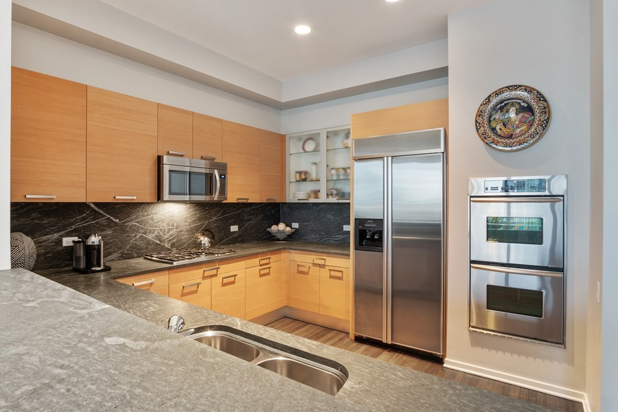 Real Estate Photography - 500 W Superior, 1305, Chicago, IL, 60654 - Kitchen