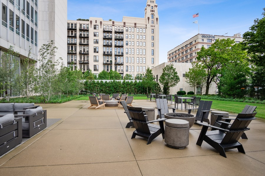 Real Estate Photography - 500 W Superior, 1305, Chicago, IL, 60654 - Back Yard