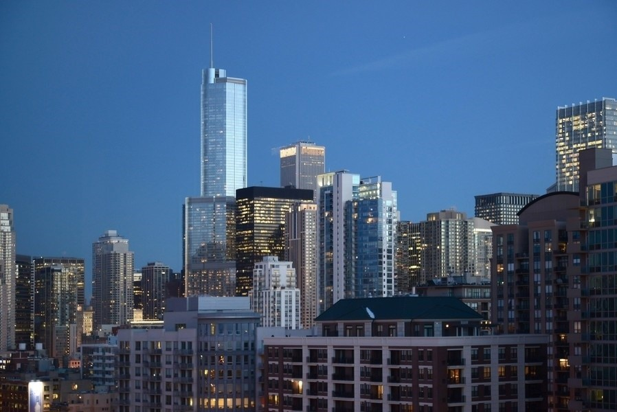 Real Estate Photography - 500 W Superior, 1305, Chicago, IL, 60654 -
