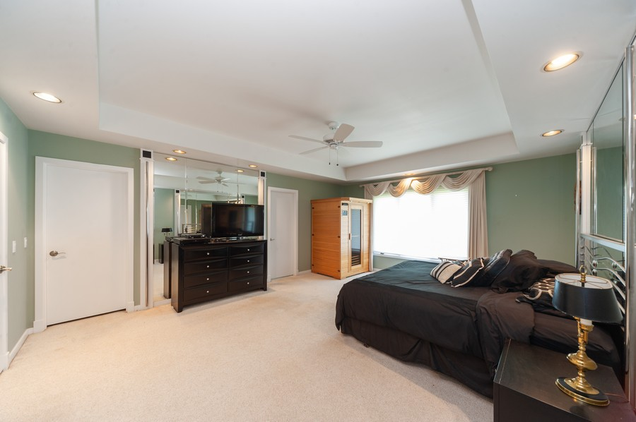 Real Estate Photography - 363 Rivershire Ct, Lincolnshire, IL, 60069 - Master Bedroom