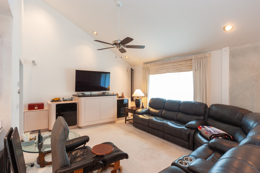 Real Estate Photography - 363 Rivershire Ct, Lincolnshire, IL, 60069 - Family Room
