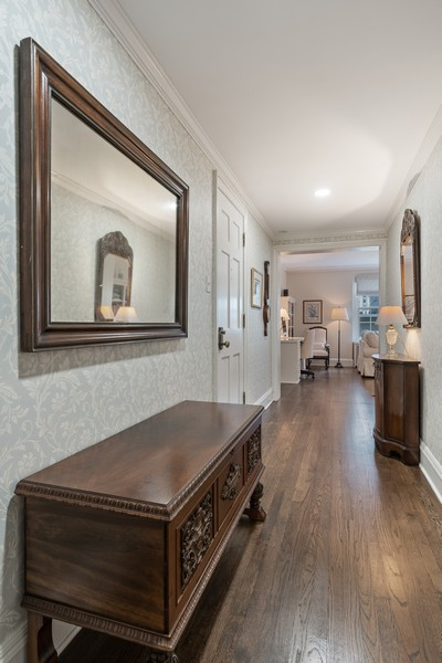 Real Estate Photography - 210 E Pearson St, Unit 7A, Chicago, IL, 60611 - Foyer
