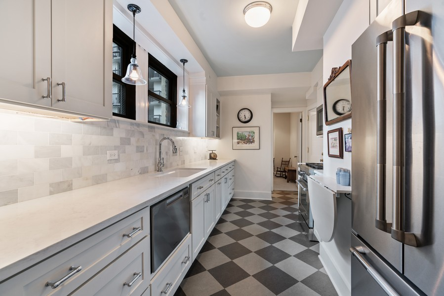 Real Estate Photography - 210 E Pearson St, Unit 7A, Chicago, IL, 60611 - Kitchen