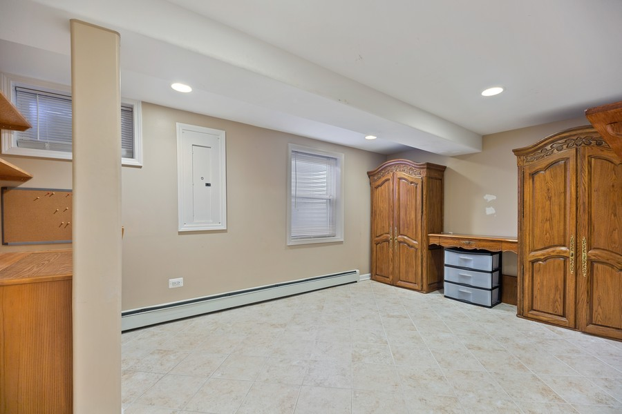 Real Estate Photography - 2316 Sumac Circle, Glenview, IL, 60025 - Office