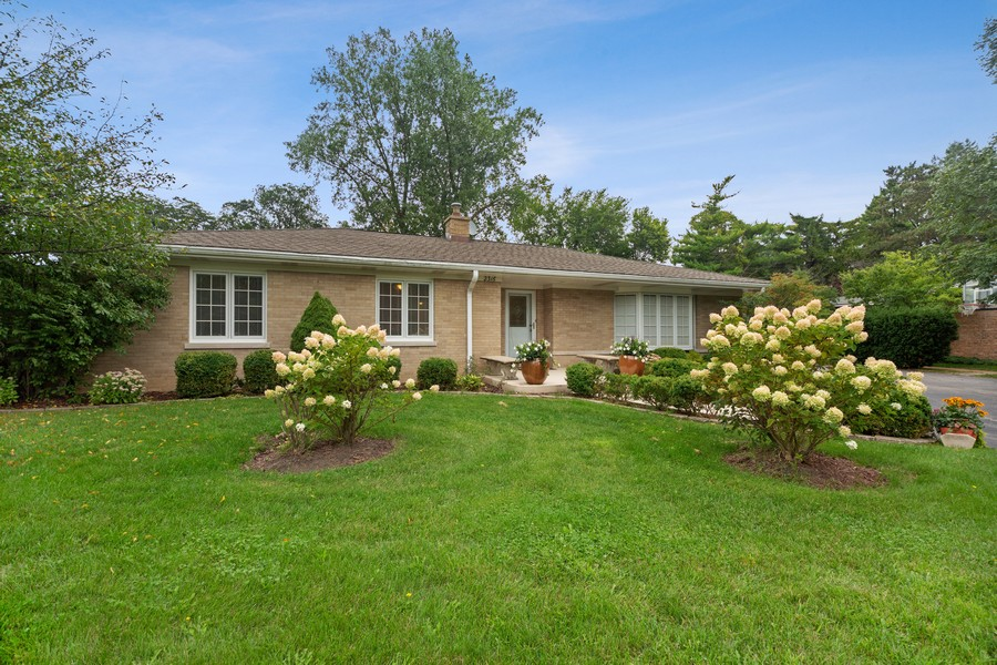 Real Estate Photography - 2316 Sumac Circle, Glenview, IL, 60025 - Front View