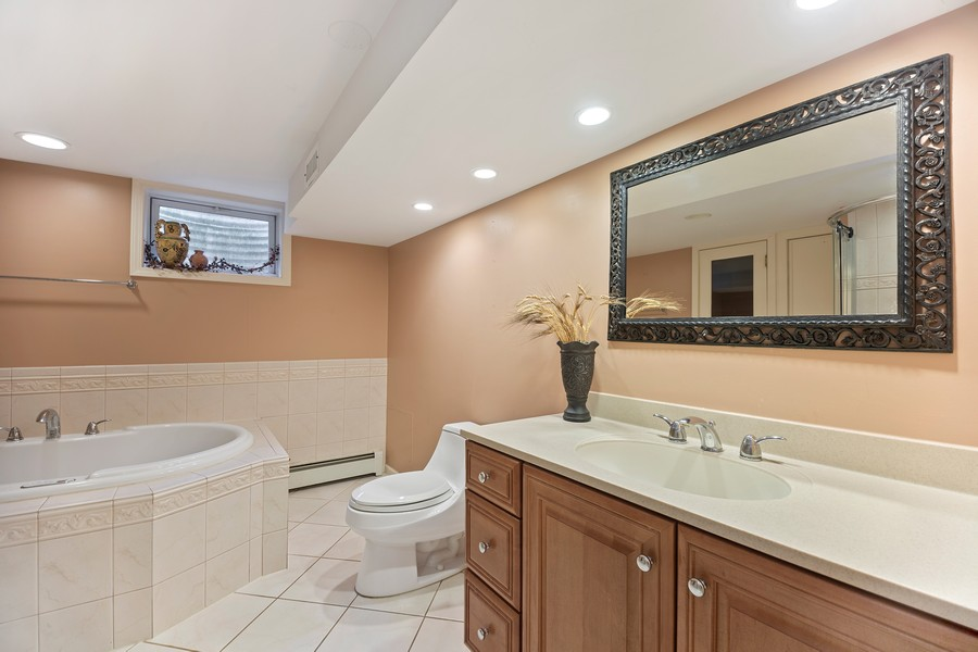 Real Estate Photography - 2316 Sumac Circle, Glenview, IL, 60025 - 2nd Bathroom