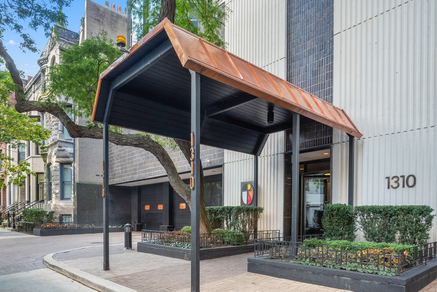 Real Estate Photography - 1310 Ritchie Court, 10B, Chicago, IL, 60610 - Entrance
