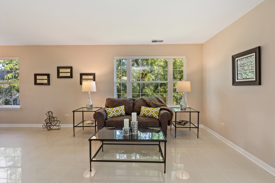 Real Estate Photography - 6211 Edgebrook Lane West, Indian Head Park, IL, 60525 - Family Room with a View
