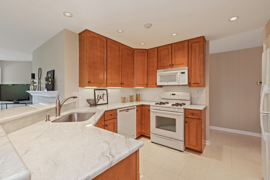 Real Estate Photography - 6211 Edgebrook Lane West, Indian Head Park, IL, 60525 - Beautiful Kitchen with Granite Breakfast Bar