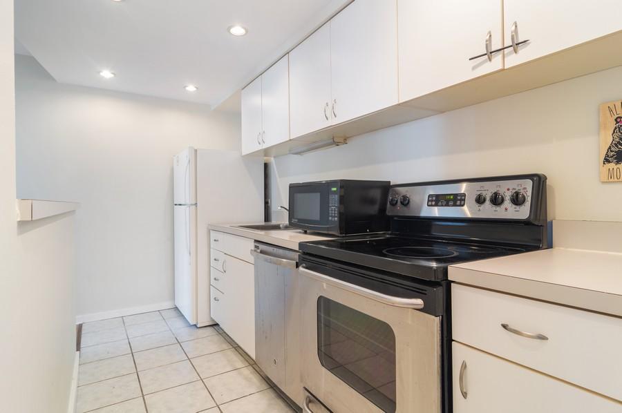 Real Estate Photography - 40 E 9th St., 1414, Chicago, IL, 60605 - Kitchen