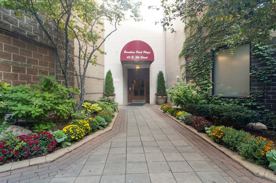 Real Estate Photography - 40 E 9th St., 1414, Chicago, IL, 60605 - Front View