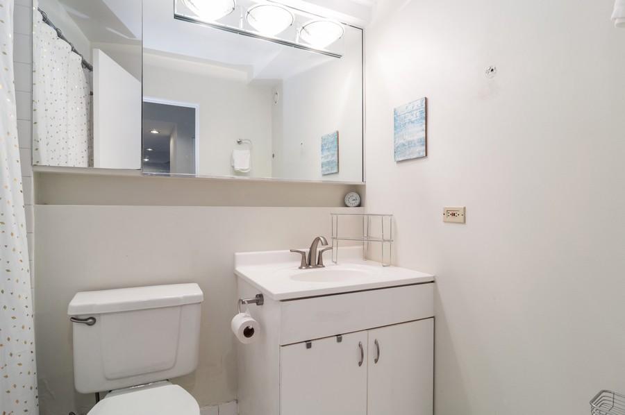 Real Estate Photography - 40 E 9th St., 1414, Chicago, IL, 60605 - Bathroom
