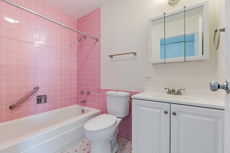 Real Estate Photography - 5201 S Cornell 19A, Chicago, IL, 60615 - Master Bathroom