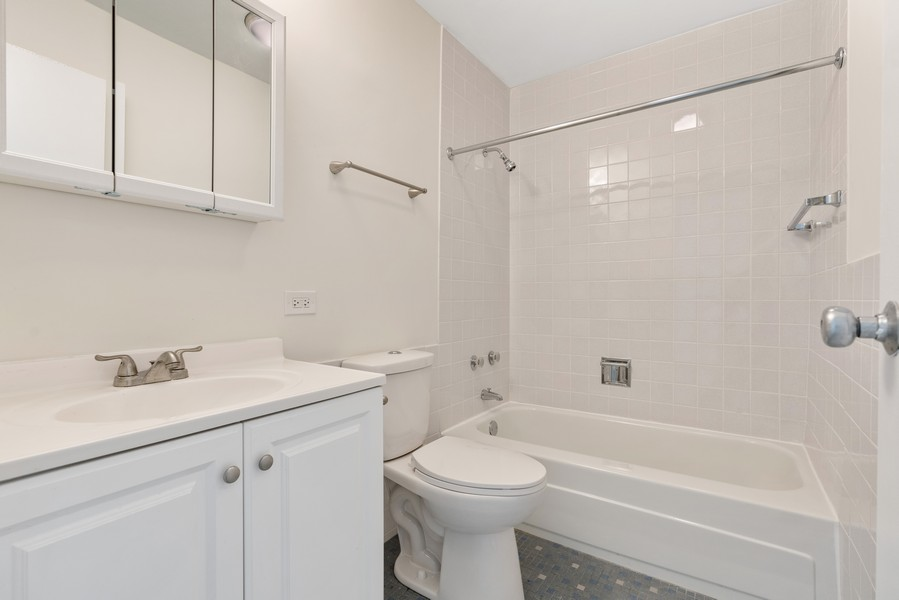 Real Estate Photography - 5201 S Cornell 19A, Chicago, IL, 60615 - Bathroom