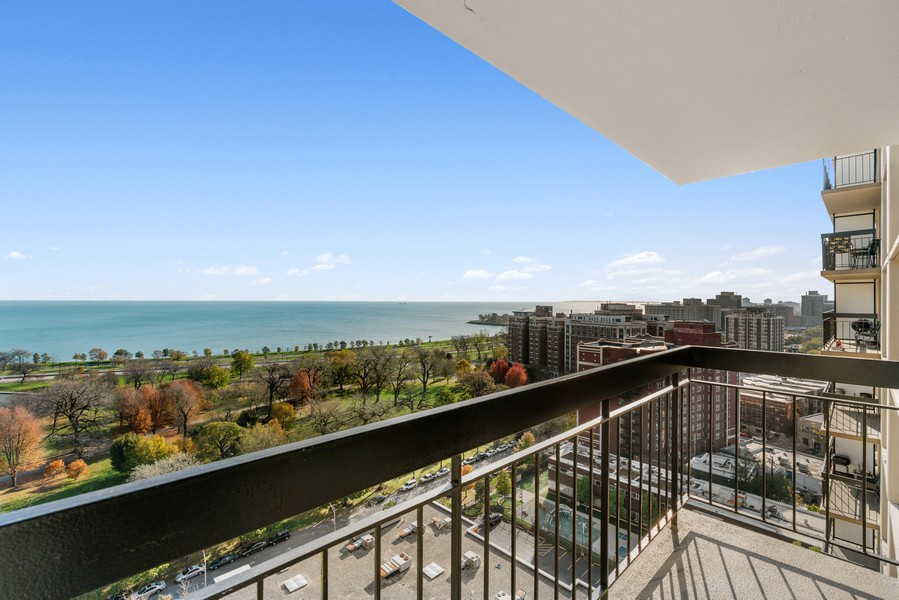 Real Estate Photography - 5201 S Cornell 19A, Chicago, IL, 60615 - Balcony