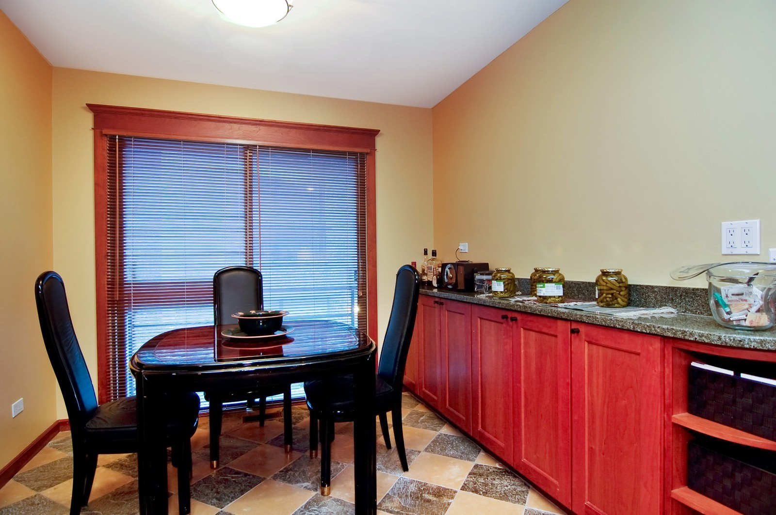 Real Estate Photography - 826 W Wolfram St, Chicago, IL, 60657 - Kitchen / Breakfast Room