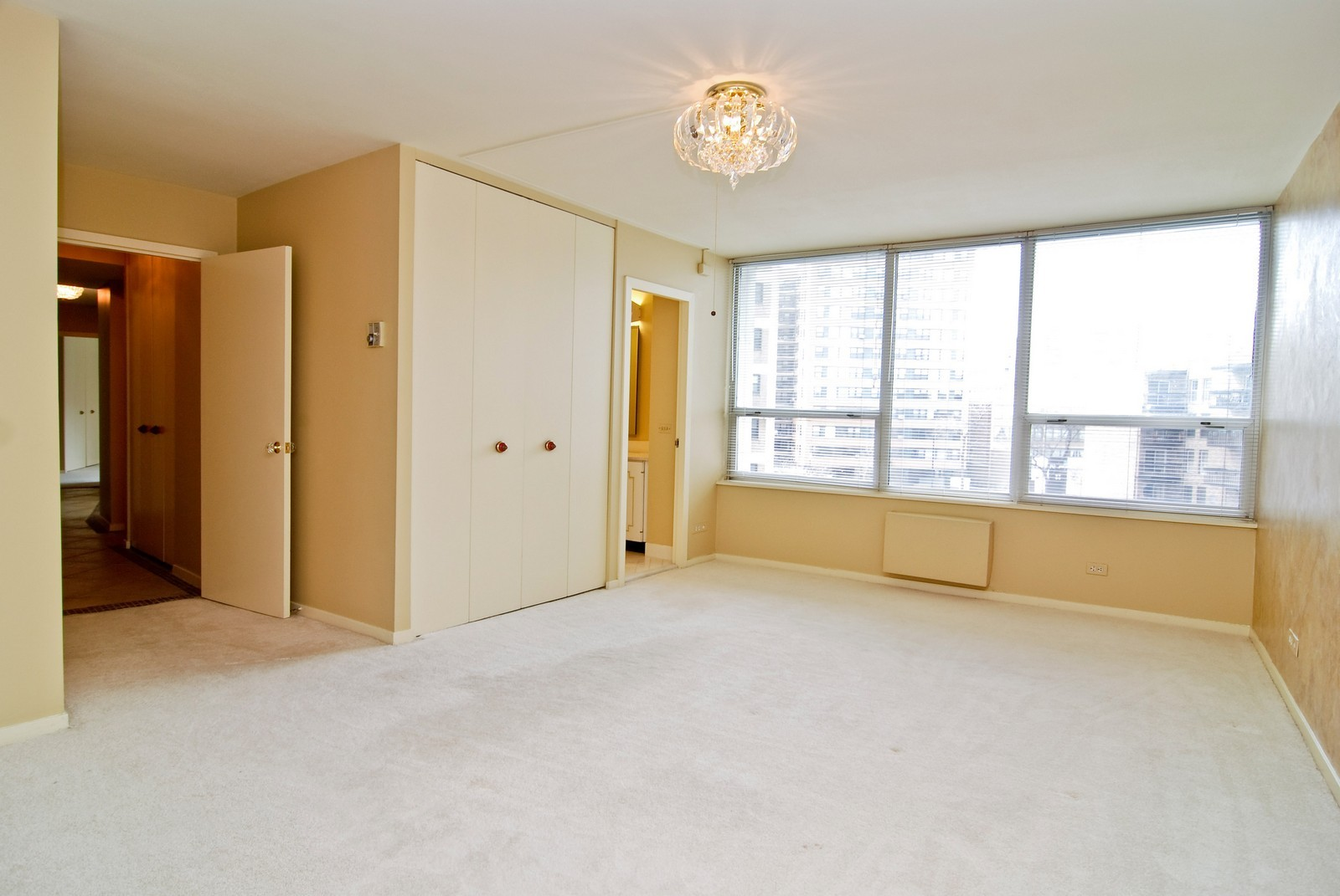 Real Estate Photography - 6101 N Sheridan Rd, Unit 4A, Chicago, IL, 60660 - Master Bedroom