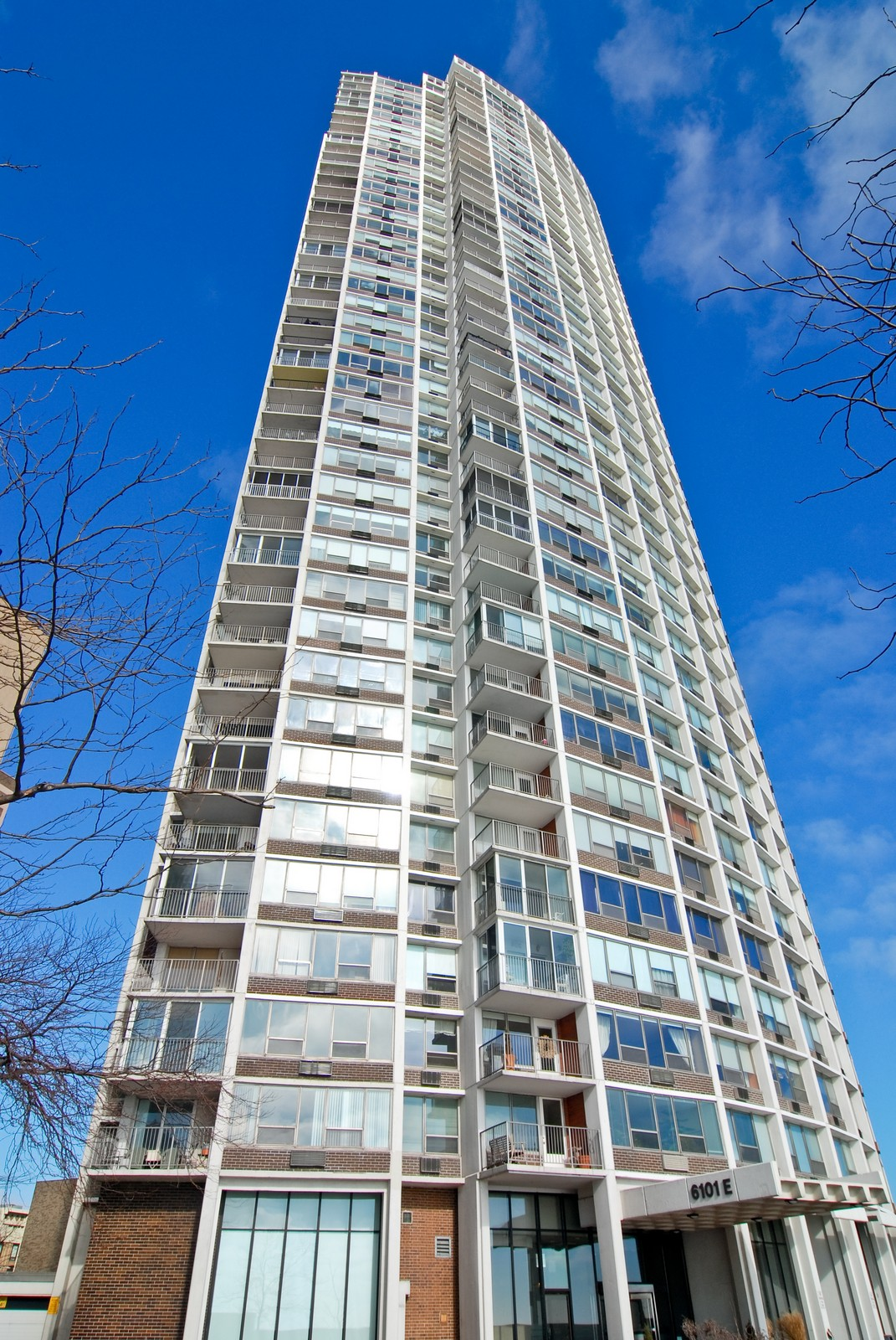 Real Estate Photography - 6101 N Sheridan Rd, Unit 4A, Chicago, IL, 60660 - Front View