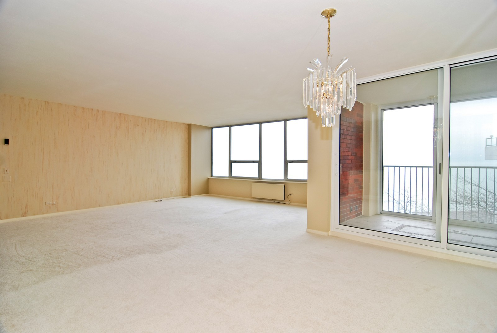 Real Estate Photography - 6101 N Sheridan Rd, Unit 4A, Chicago, IL, 60660 - Living Room / Dining Room