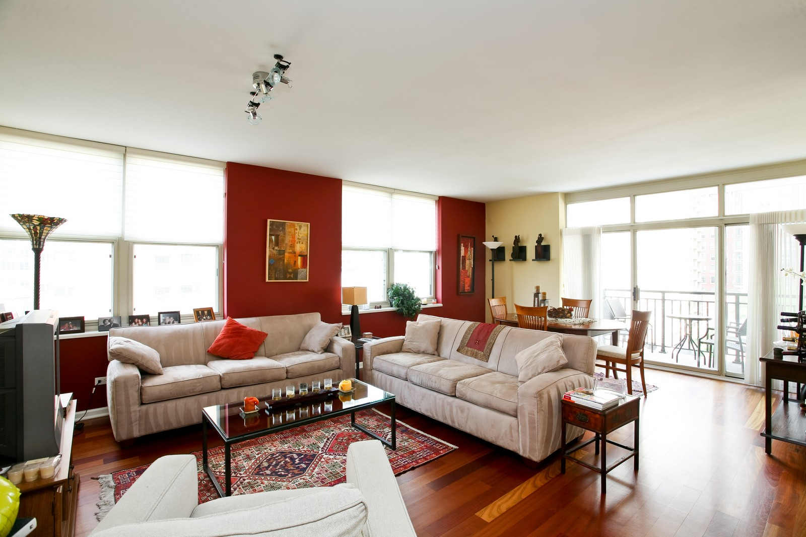 Real Estate Photography - 21 W Chestnut, Unit 809, Chicago, IL, 60610 - Living Room