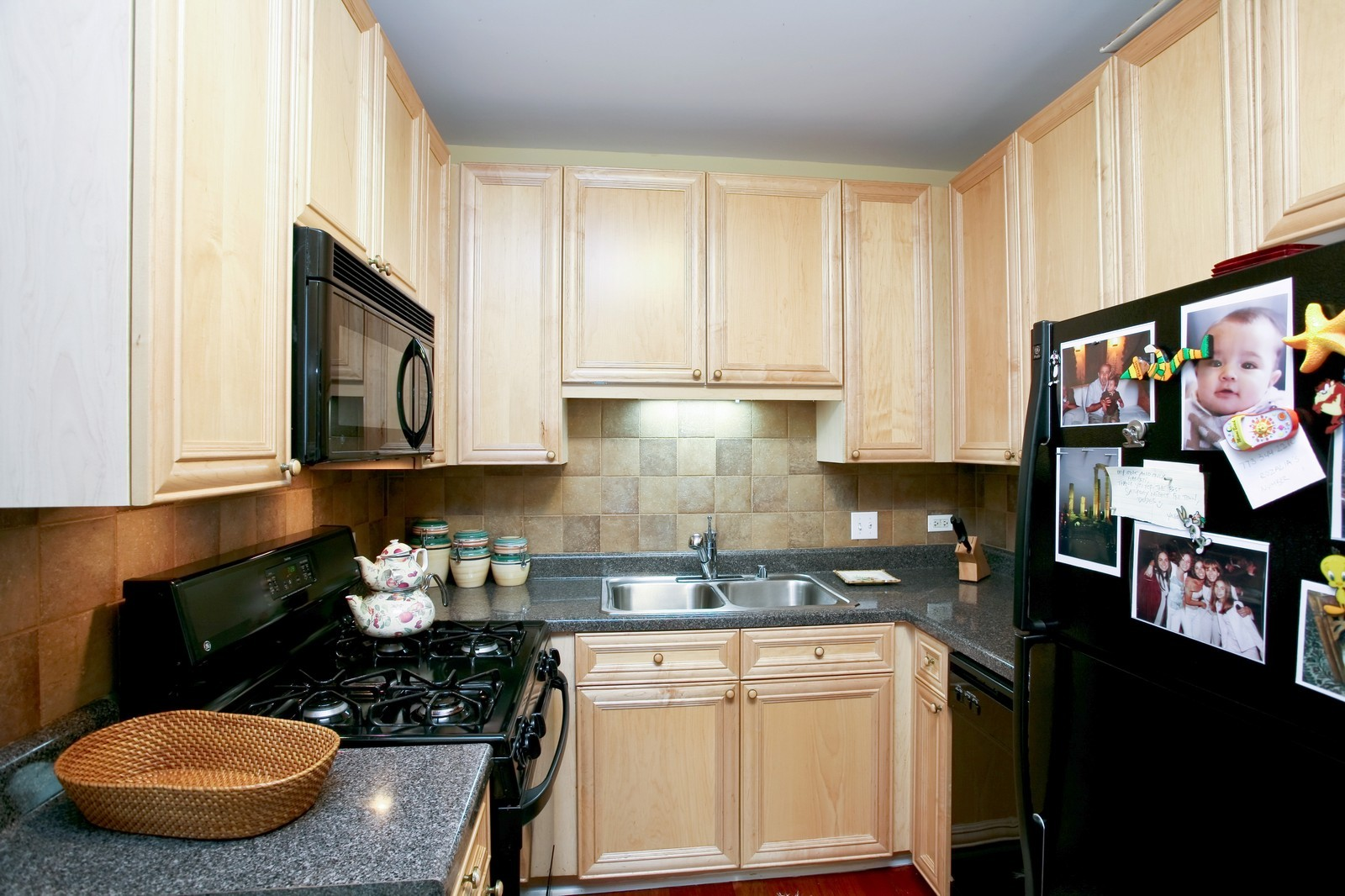 Real Estate Photography - 21 W Chestnut, Unit 809, Chicago, IL, 60610 - Kitchen