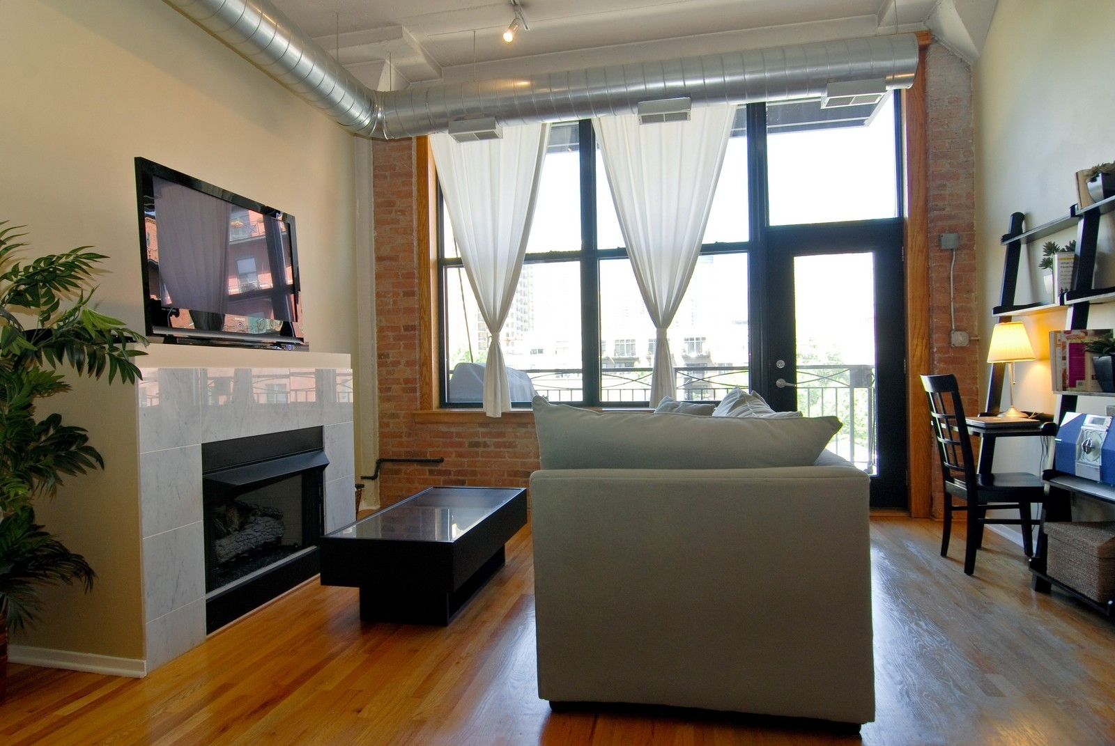 Real Estate Photography - 1601 S Michigan, Unit 305, Chicago, IL, 60616 - Living Room