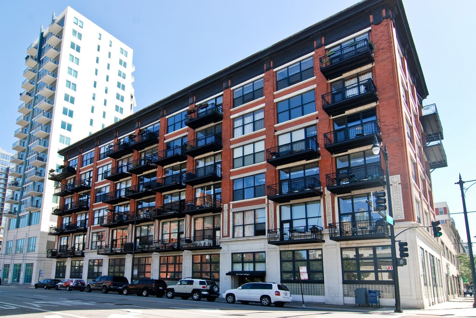 Real Estate Photography - 1601 S Michigan, Unit 305, Chicago, IL, 60616 - Front View