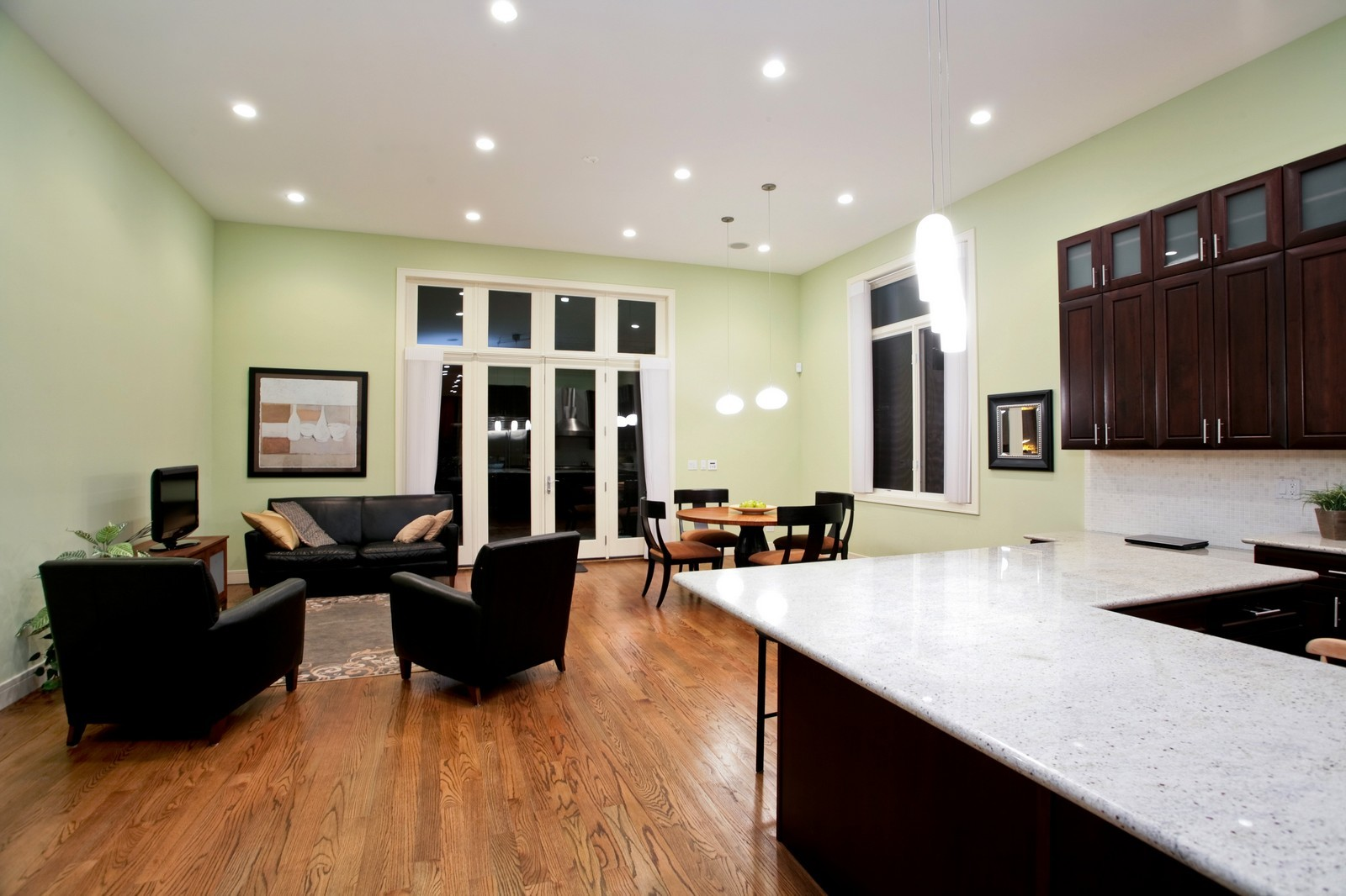 Real Estate Photography - 2340 W Ohio, Chicago, IL, 60612 - Family Room / Kitchen
