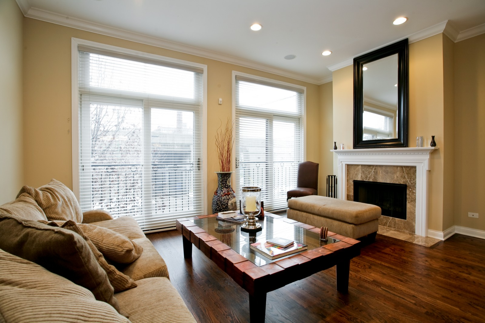 Real Estate Photography - 942 W Hubbard, Chicago, IL, 60622 - Living Room