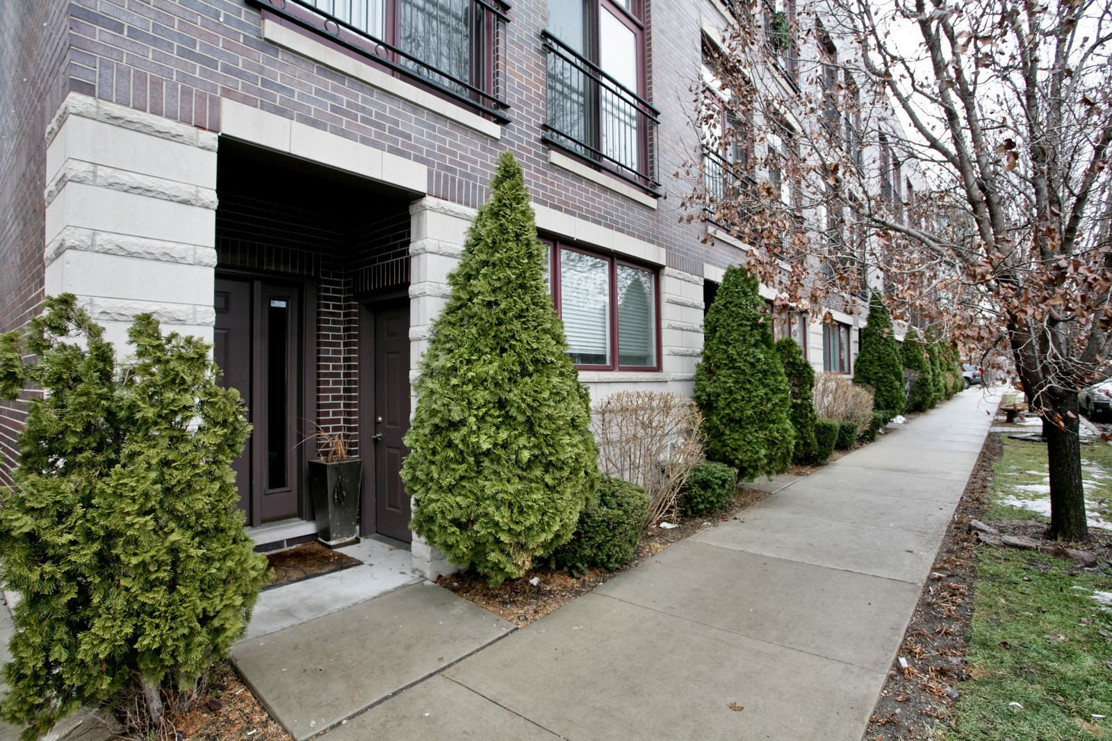 Real Estate Photography - 942 W Hubbard, Chicago, IL, 60622 - Front View