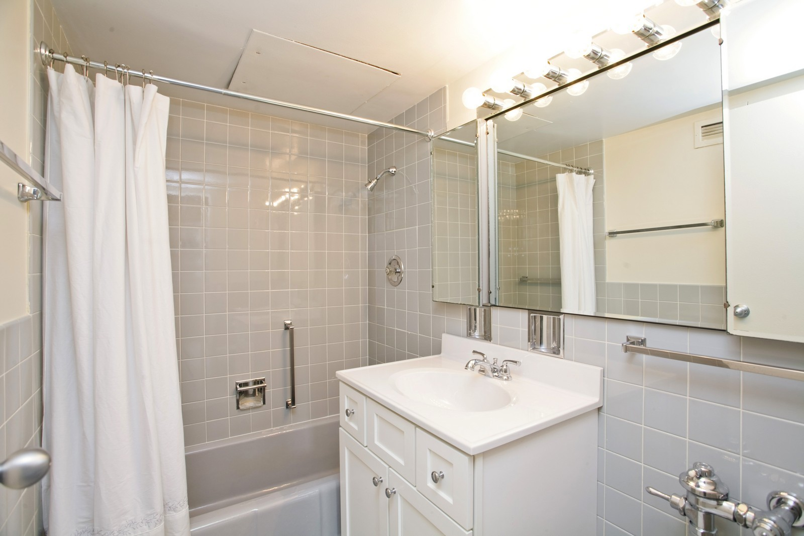 Real Estate Photography - 253 E Delaware, Apt 10F, Chicago, IL, 60611 - Bathroom