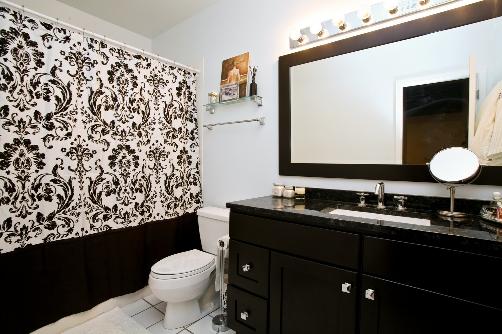 Real Estate Photography - 375 W Erie, Unit 305, Chicago, IL, 60654 - Bathroom