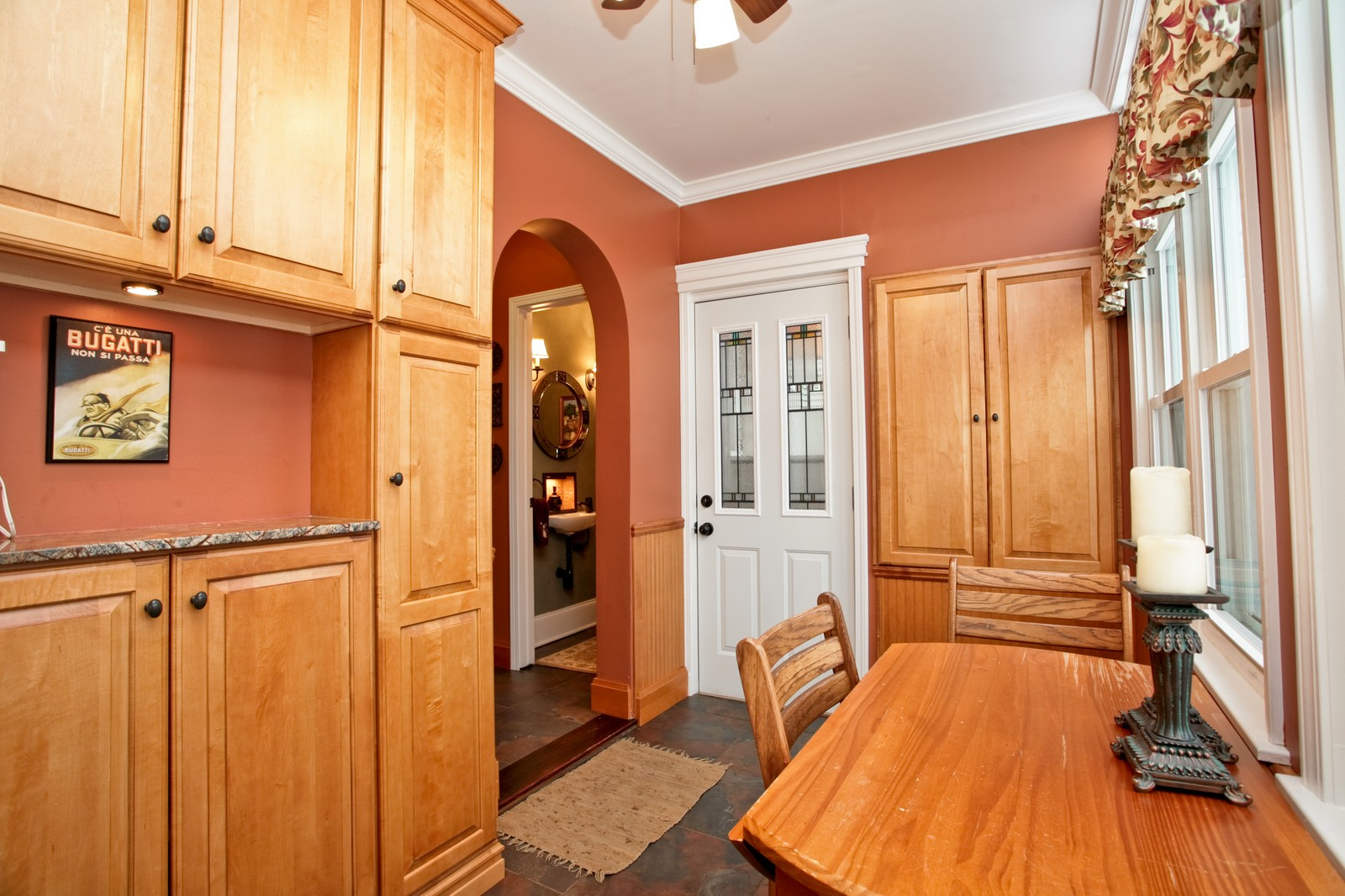 Real Estate Photography - 4549 N Springfield, Chicago, IL, 60625 - casual dining