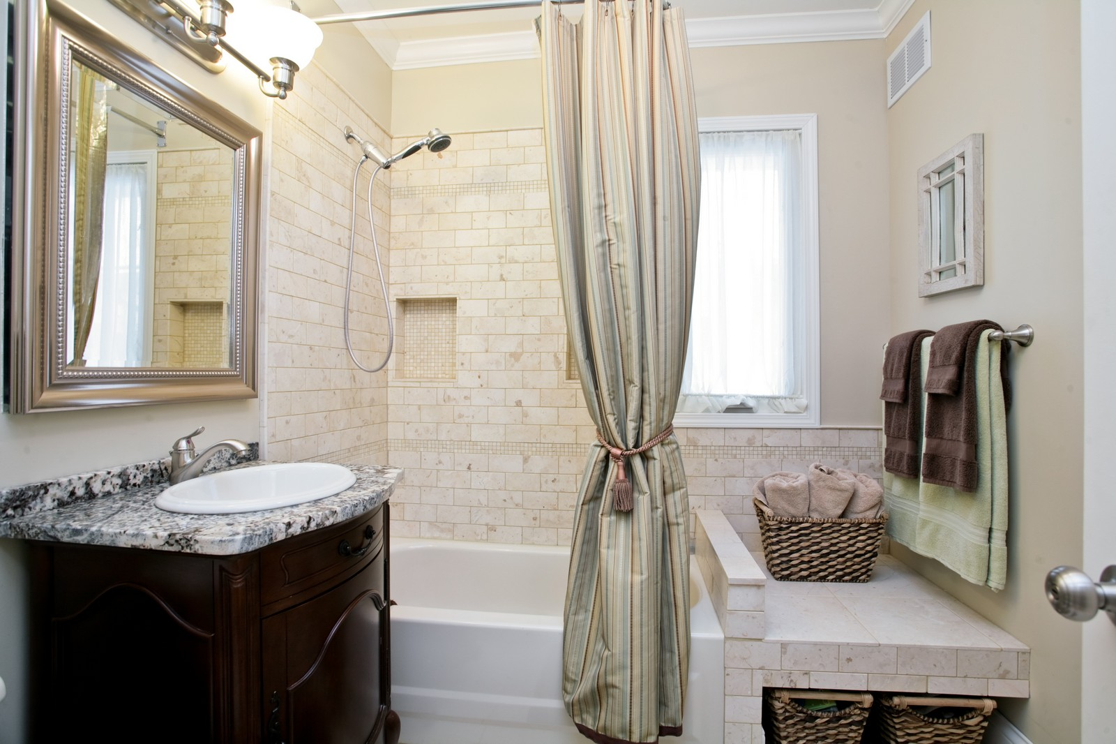 Real Estate Photography - 4549 N Springfield, Chicago, IL, 60625 - Bathroom