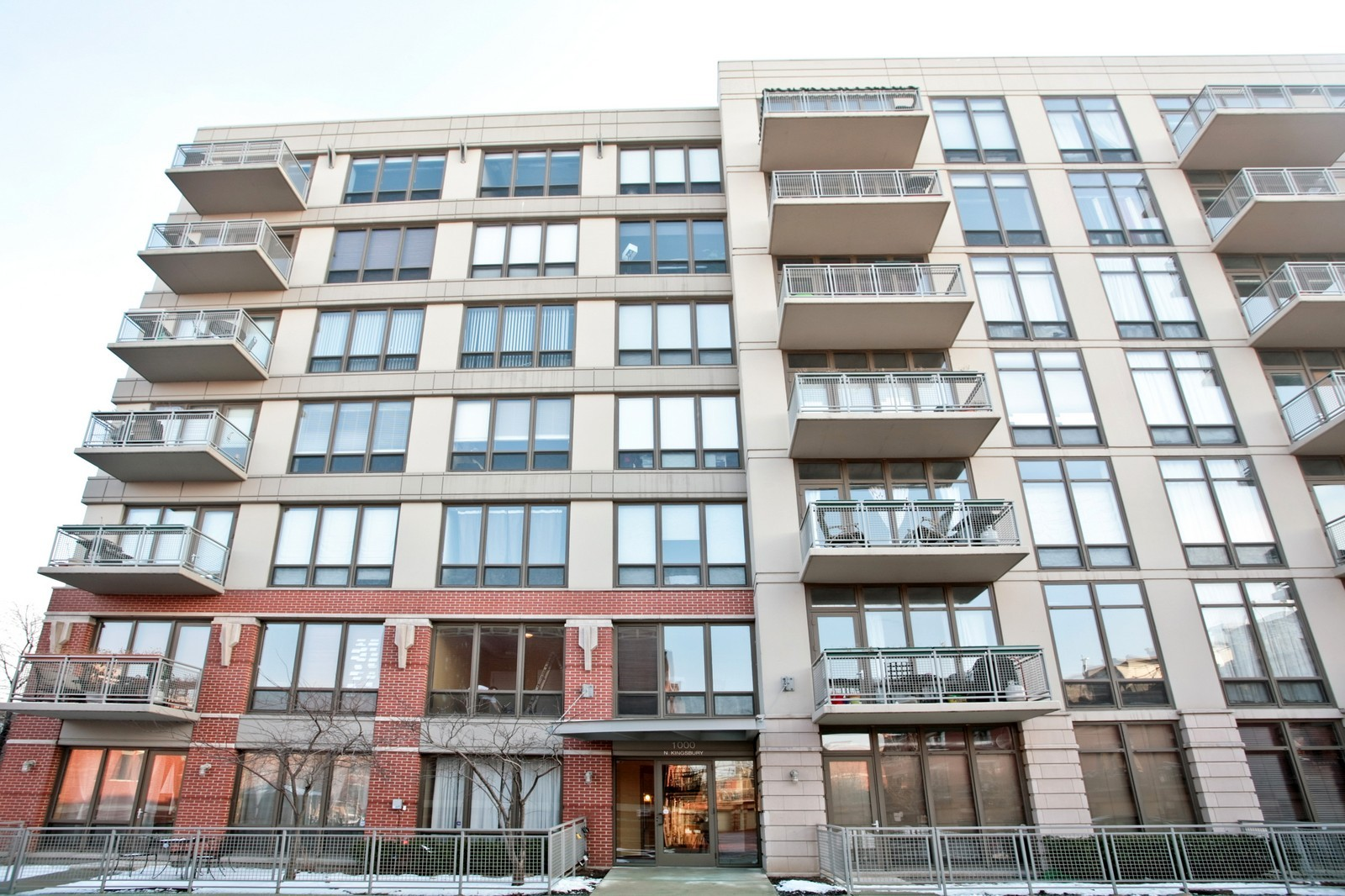 Real Estate Photography - 1000 N Kingsbury, Unit 301, Chicago, IL, 60654 - Front View
