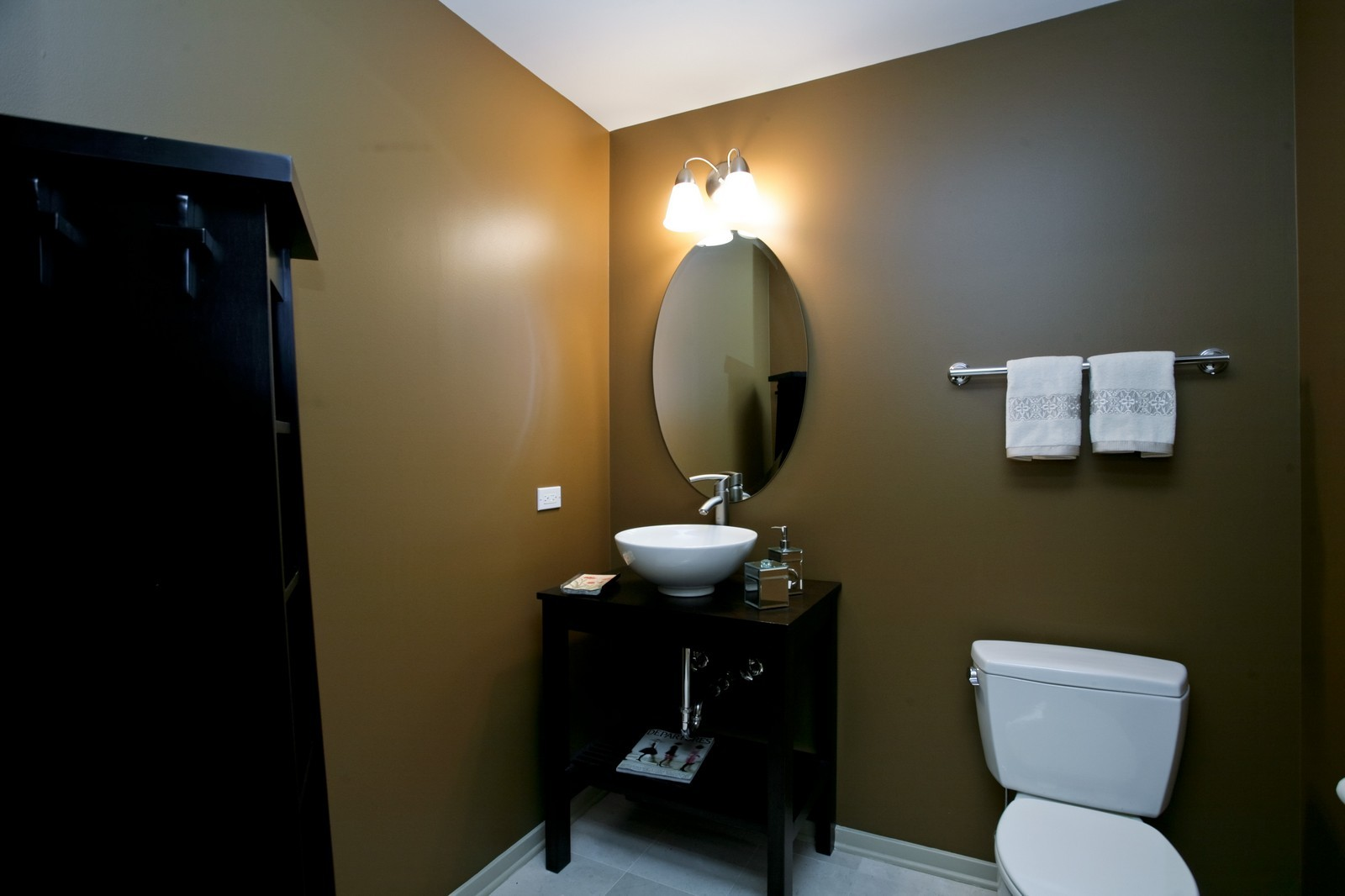 Real Estate Photography - 500 W Superior, Unit 703, Chicago, IL, 60654 - 2nd Bathroom