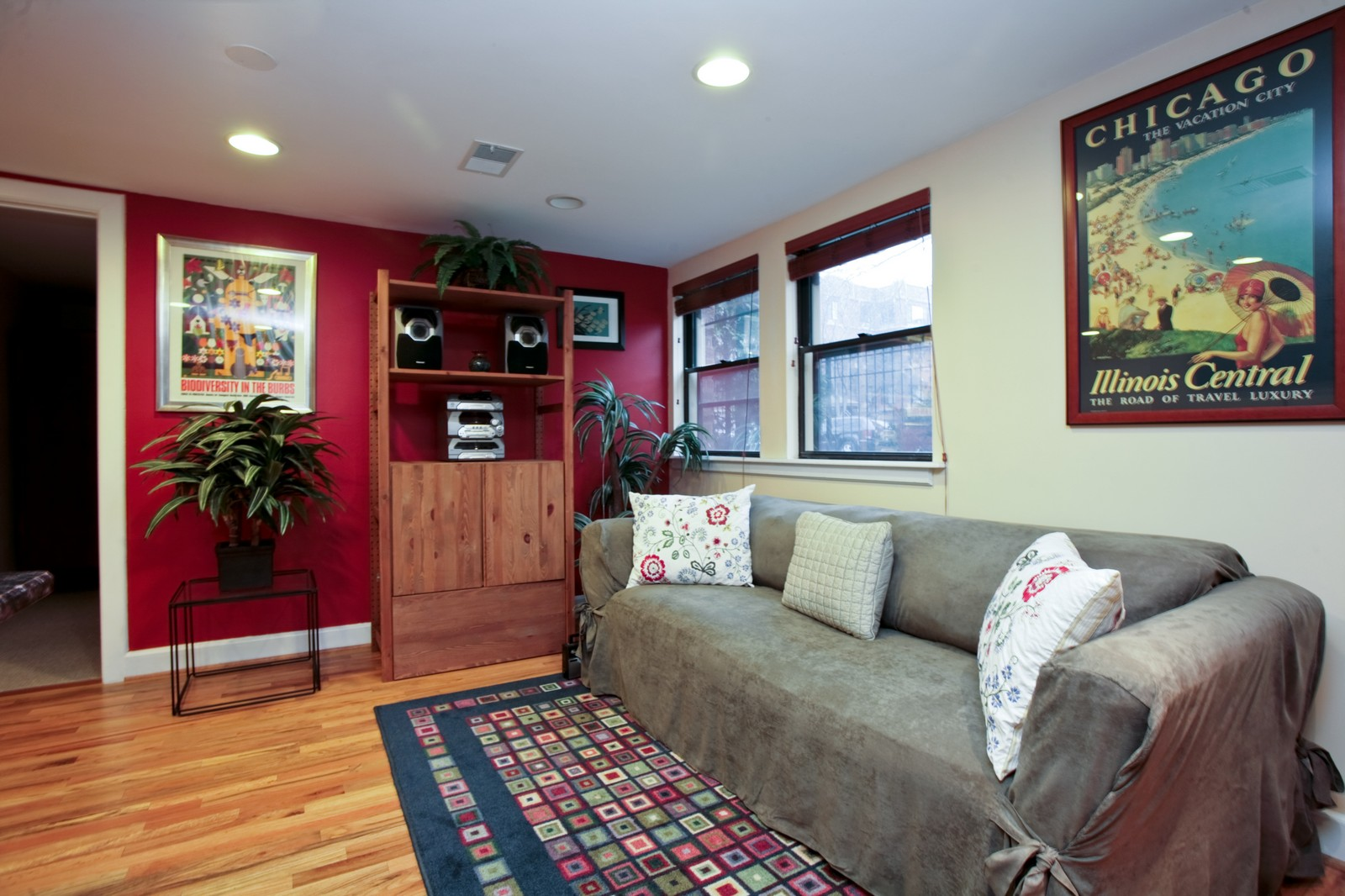 Real Estate Photography - 921 W Sunnyside, Unit Garden, Chicago, IL, 60640 - Living Room