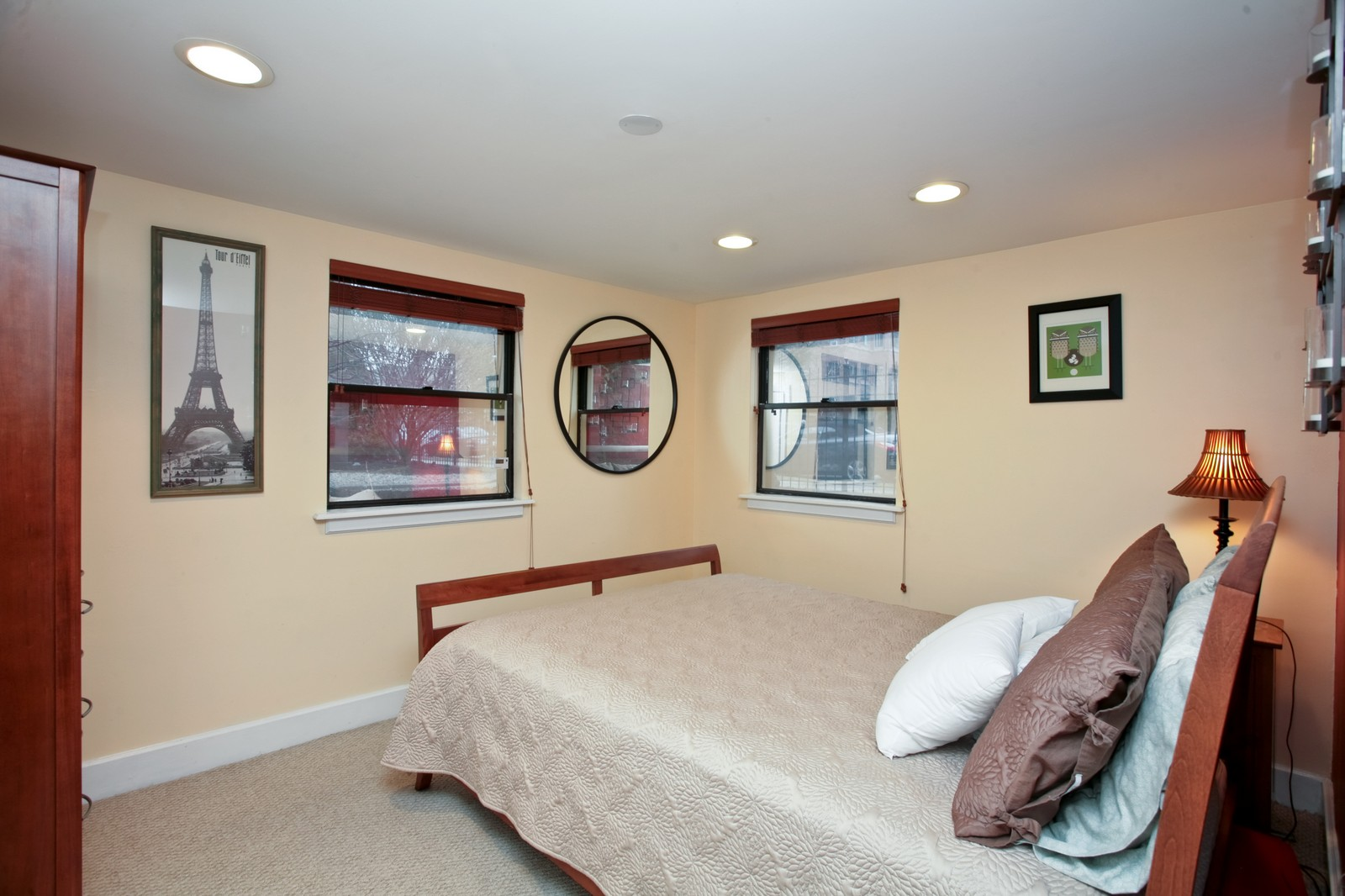 Real Estate Photography - 921 W Sunnyside, Unit Garden, Chicago, IL, 60640 - Bedroom