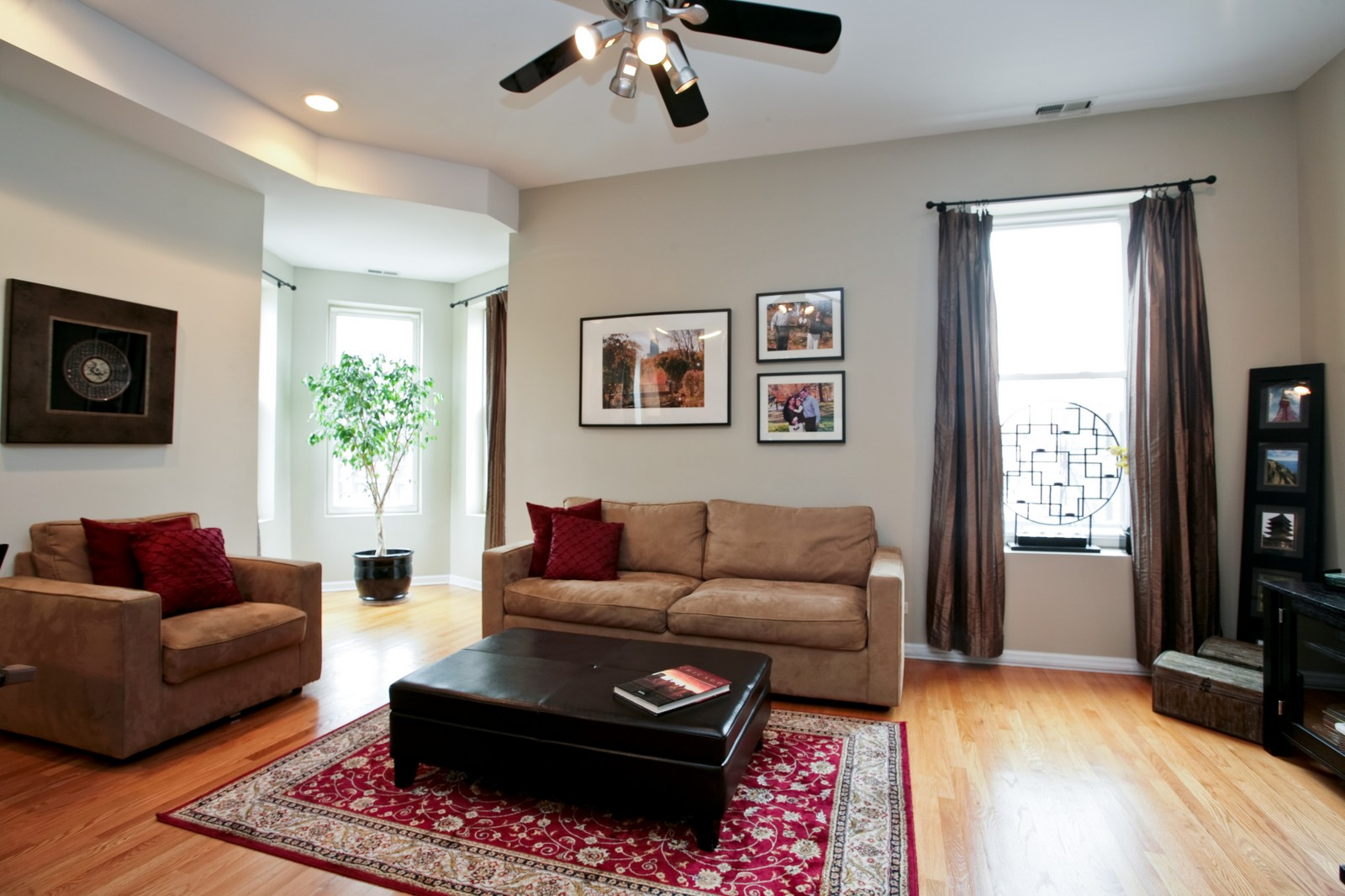 Real Estate Photography - 1700 W Chicago Ave, Unit B, Chicago, IL, 60622 - Living Room
