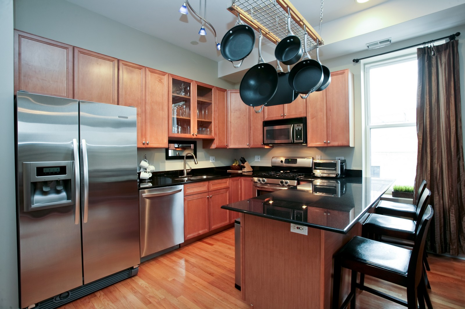 Real Estate Photography - 1700 W Chicago Ave, Unit B, Chicago, IL, 60622 - Kitchen