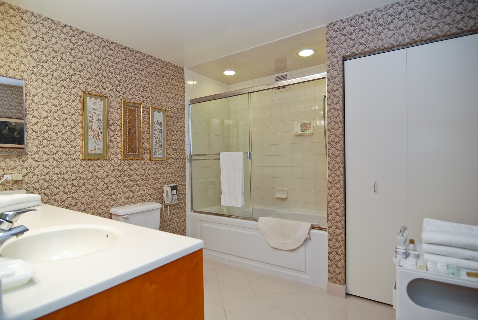 Real Estate Photography - 21 W Chestnut, Unit 1601, Chicago, IL, 60610 - Master Bathroom