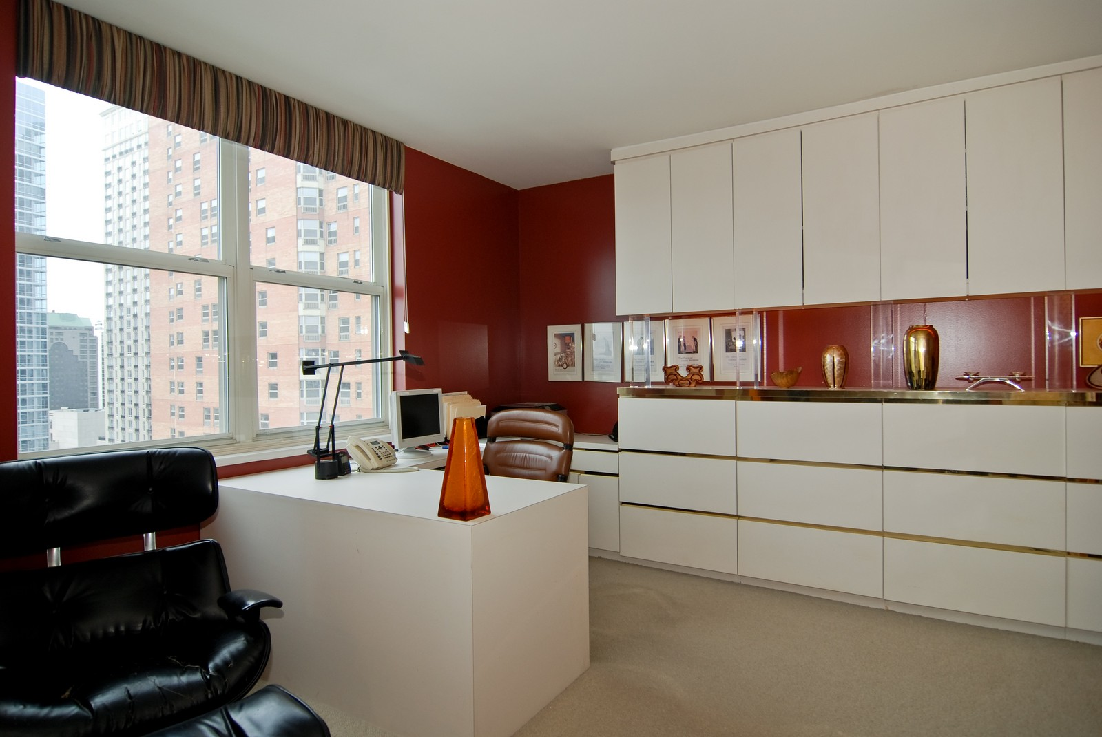 Real Estate Photography - 21 W Chestnut, Unit 1601, Chicago, IL, 60610 - Office