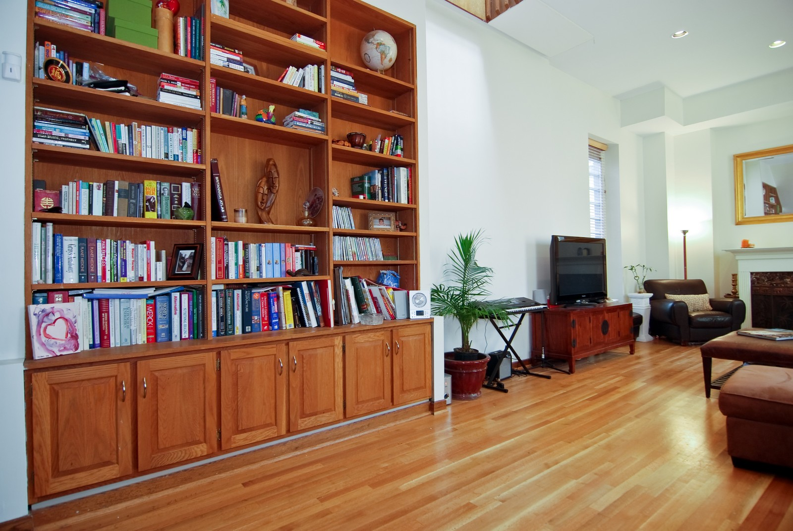 Real Estate Photography - 29 W Chestnut, Unit 3, Chicago, IL, 60610 - Room