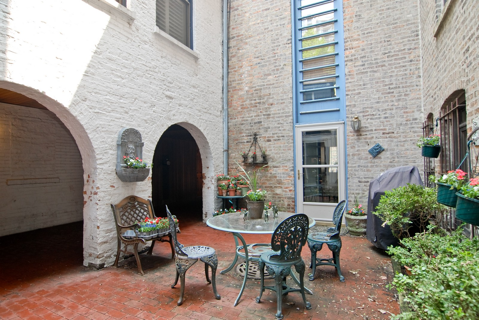 Real Estate Photography - 29 W Chestnut, Unit 3, Chicago, IL, 60610 - Patio