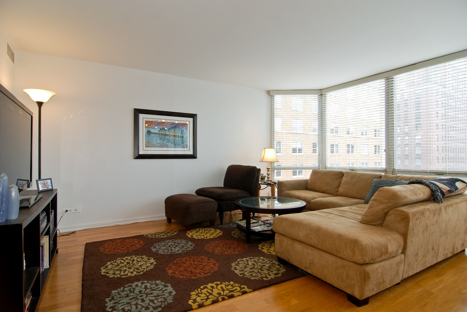 Real Estate Photography - 21 W Goethe, Unit 9F, Chicago, IL, 60610 - Living Room
