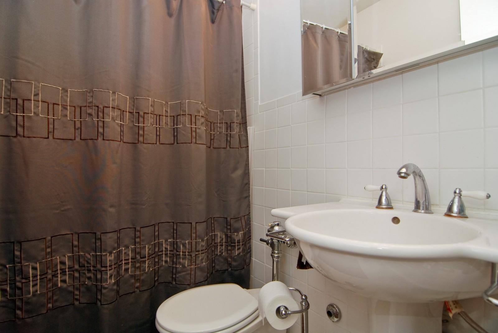 Real Estate Photography - 21 W Goethe, Unit 9F, Chicago, IL, 60610 - Bathroom