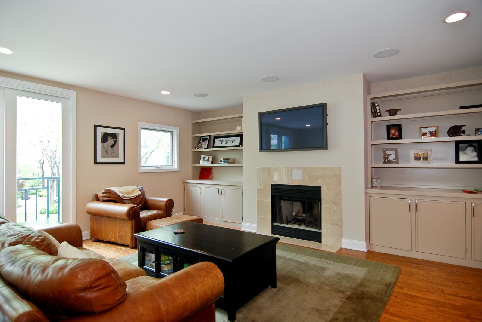 Real Estate Photography - 1416 S Federal, Unit D, Chicago, IL, 60605 - Living Room